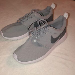 Nike Roshe's In Grey